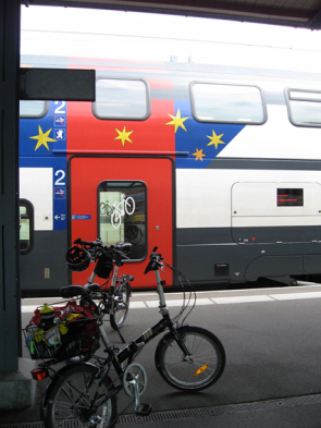 Wide bicycle access on Swiss doubledecker rolling stock
